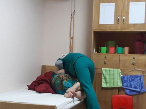 Sự trăn trở của điều dưỡng viên: Nghề của sự tận tâm và lòng thương cảm