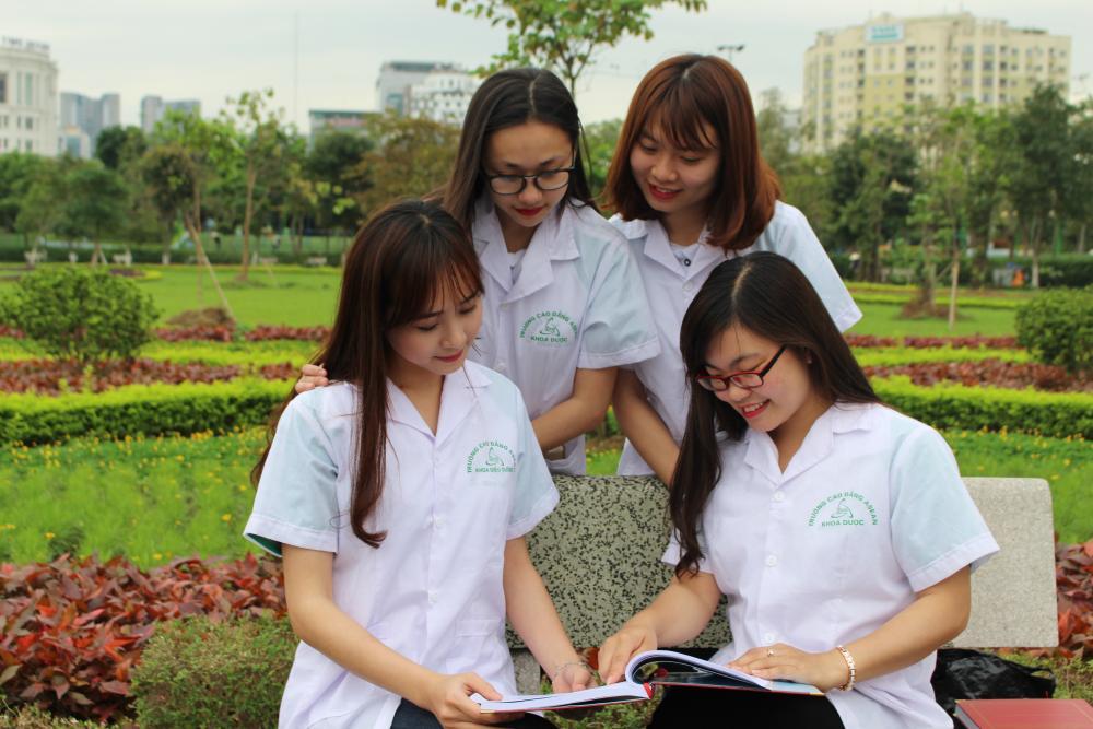 Muốn học Dược nên học trường nào tại TPHCM ?