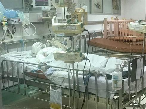 QUẢNG TRỊ: Vì hút thuốc trong nhà bình Gas phát nổ, 2 bố con bị bỏng nghiêm trọng 1