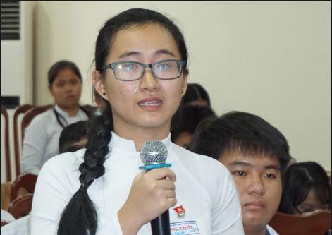 Cô giáo đến lớp không giảng bài kỷ luật Hiệu trưởng