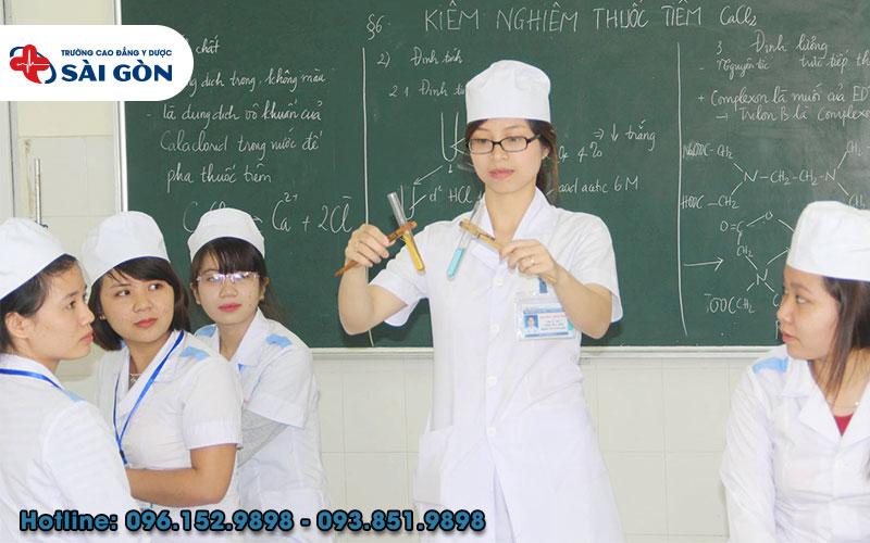 Sinh viên theo học Cao đẳng Điều dưỡng sẽ được thực hành liên tục