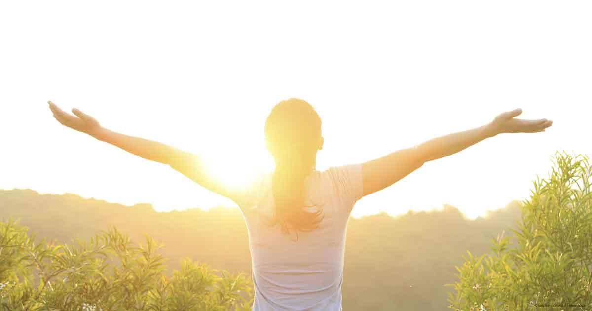 Điều dưỡng viên hướng dẫn cách sử dụng Vitamin D