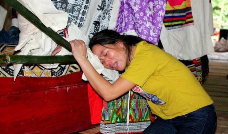 Nữ sinh tử vong do ăn chè trước cổng trường tại Nghệ An