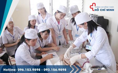 Bạn sẽ học gì khi muốn làm một điều dưỡng viên?