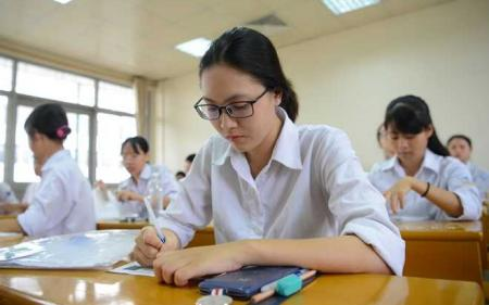 Giải đáp thắc mắc: Thí sinh thi THPT nên ôn tập tài liệu nào?