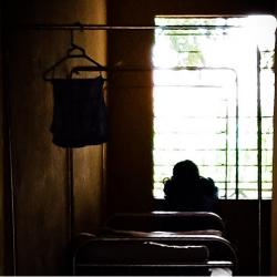 Điều dưỡng Bệnh viện Tâm thần vác bụng bầu chạy vì bệnh nhân đuổi đánh
