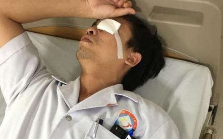Quảng Bình: Bác sĩ bị người nhà bệnh nhân đánh rách mắt khi đang cấp cứu