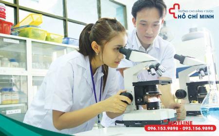 Sự vất vả và khó khăn khi học ngành Y Dược