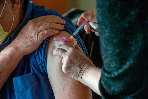 sau-tiem-vaccine-covid-19-co-29-nguoi-bi-soc-phan-ve